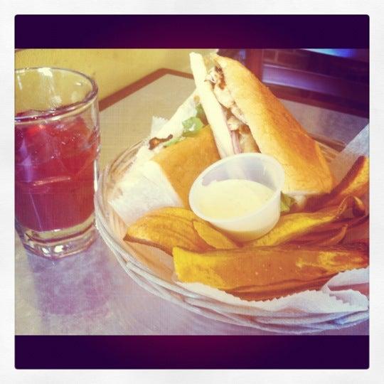 รูปภาพถ่ายที่ Cafecito โดย Nikki A. เมื่อ 4/5/2012