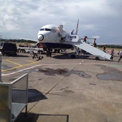 Das Foto wurde bei Edinburgh Airport (EDI) von James D. am 8/6/2012 aufgenommen