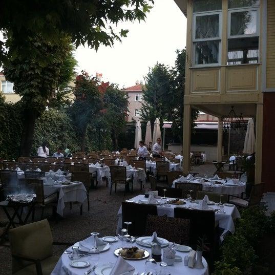 Foto diambil di Asitane Restaurant oleh Bahar A. pada 8/9/2012