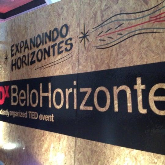 รูปภาพถ่ายที่ CentoeQuatro โดย Viviane G. เมื่อ 5/12/2012