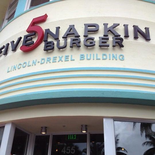 Снимок сделан в 5 Napkin Grill пользователем Rahif J. 3/15/2012