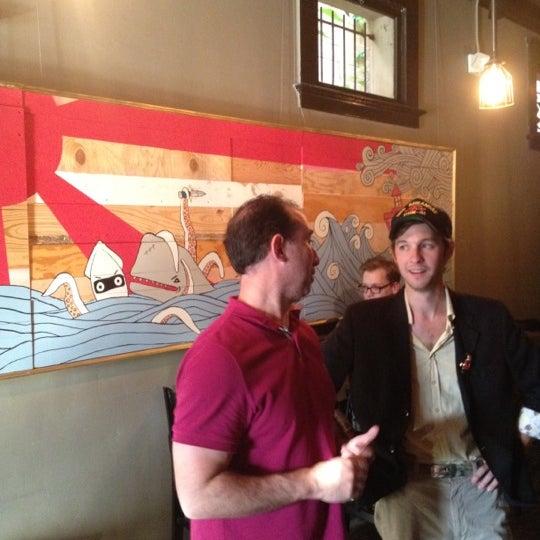Das Foto wurde bei Dive Bar & Lounge von Chris L. am 4/11/2012 aufgenommen