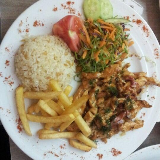 Foto tomada en Dudu Cafe Restaurant por L G. el 6/18/2012