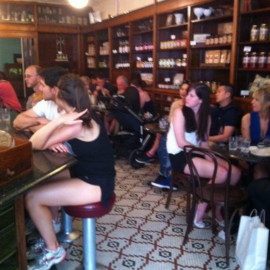 Foto scattata a Brooklyn Farmacy & Soda Fountain da April S. il 5/12/2012