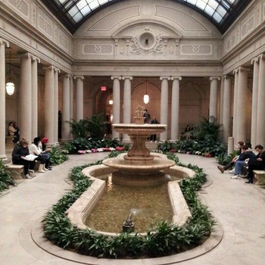 2/21/2012 tarihinde Nahye K.ziyaretçi tarafından The Frick Collection'de çekilen fotoğraf
