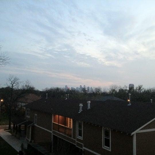 รูปภาพถ่ายที่ Terilli's โดย John S. เมื่อ 2/29/2012