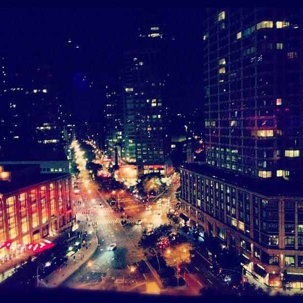 Снимок сделан в The Empire Hotel Rooftop пользователем deryosch 9/1/2012