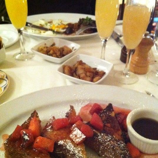 Das Foto wurde bei Beacon Restaurant & Bar von Erica B. am 3/4/2012 aufgenommen