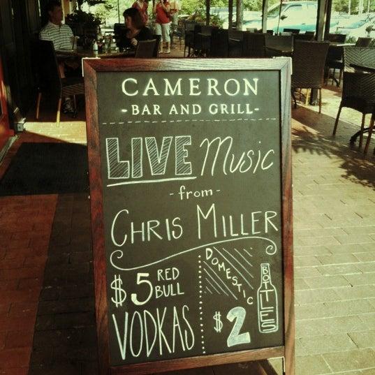 Photo prise au Cameron Bar & Grill par Dustin S. le8/17/2012