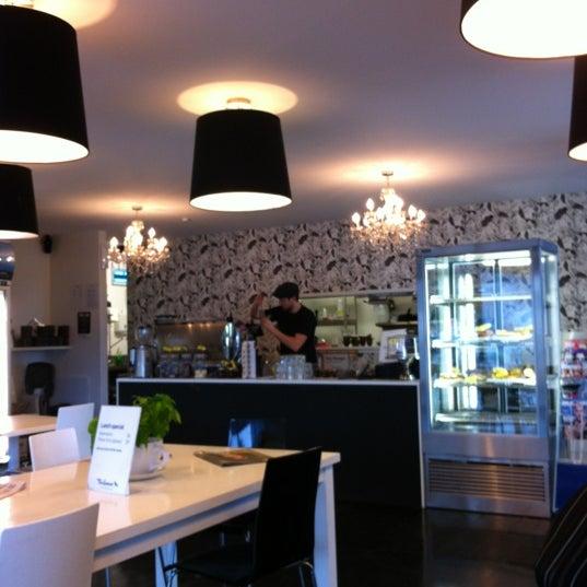 Foto tirada no(a) Tuihana Cafe. Foodstore. por Tewai H. em 6/28/2012