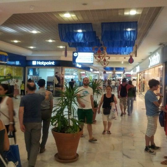 Photo prise au CarrefourSA Karşıyaka AVM par Sabit E. le8/12/2012