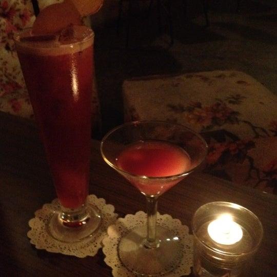 Foto tomada en Grandma's Bar por Jacqui D. el 7/14/2012