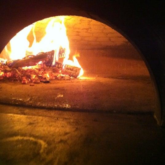 Foto scattata a Menomalé Pizza Napoletana da David L. il 9/11/2012
