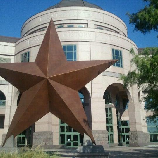 8/7/2012 tarihinde Andy T.ziyaretçi tarafından Bullock Texas State History Museum'de çekilen fotoğraf