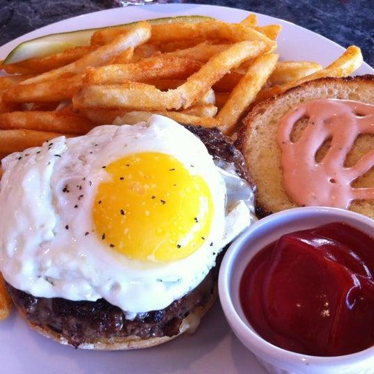 Снимок сделан в Kings Dining & Entertainment пользователем Jay H. 8/11/2012