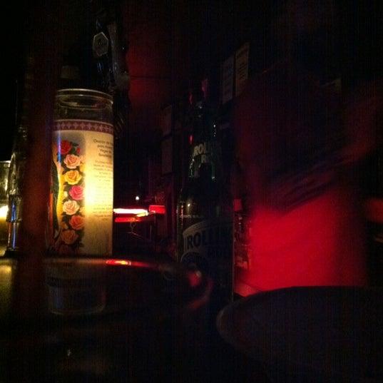 Das Foto wurde bei Nowhere Bar von Sarah John A. am 3/5/2012 aufgenommen