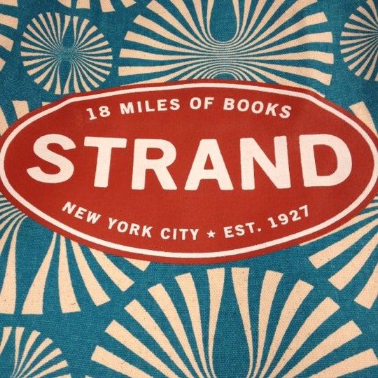 Foto scattata a Strand Bookstore da Sonny D. il 5/6/2012