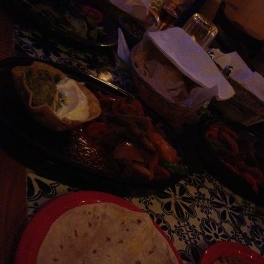 Foto scattata a Burrito Loco da Esra Y. il 6/12/2012