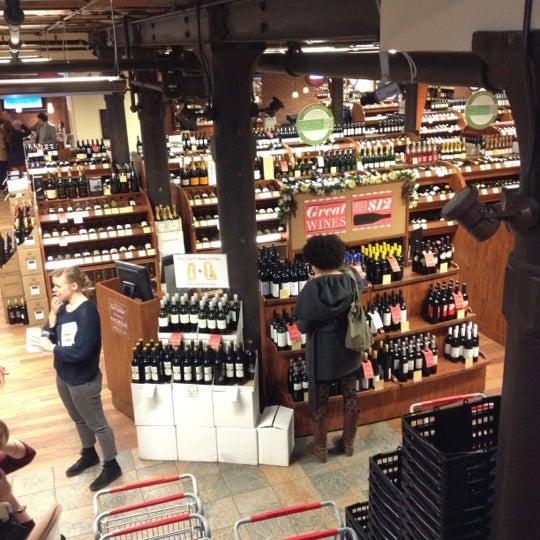 Foto tirada no(a) Astor Wines & Spirits por Matt H. em 3/7/2012