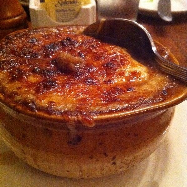Снимок сделан в La Bonne Soupe пользователем UNOlker 2/25/2012