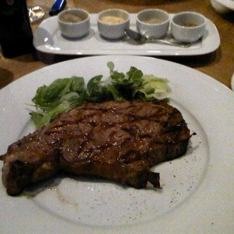 Das Foto wurde bei Мясо von Natalia A. am 7/31/2012 aufgenommen