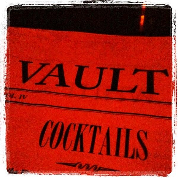 Photo prise au The Vault at Pfaff's par Tommy B. le5/20/2012