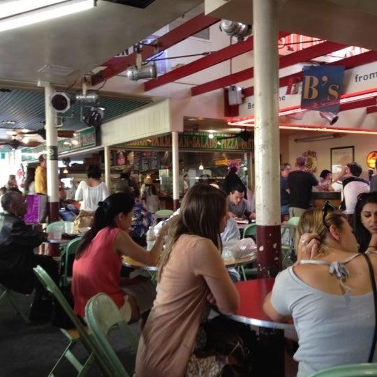 Das Foto wurde bei The Original Farmers Market von Bob B. am 5/14/2012 aufgenommen