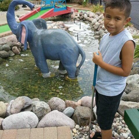 รูปภาพถ่ายที่ Zig-E's Funland โดย Maria G. เมื่อ 7/29/2012
