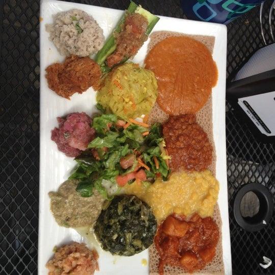 Foto scattata a Desta Ethiopian Kitchen da Amour C. il 4/13/2012
