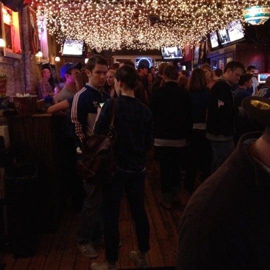 รูปภาพถ่ายที่ Lottie's Pub โดย Randy B. เมื่อ 4/3/2012
