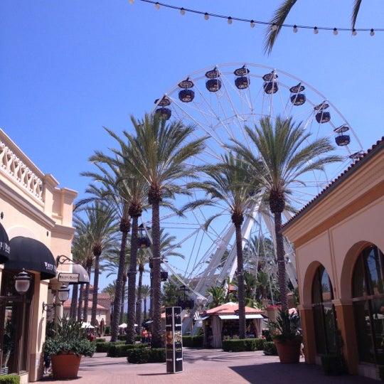 Снимок сделан в Irvine Spectrum Center пользователем kensuke j. 8/23/2012