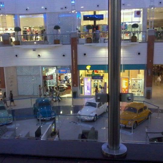Снимок сделан в Floripa Shopping пользователем Willian M. 3/11/2012
