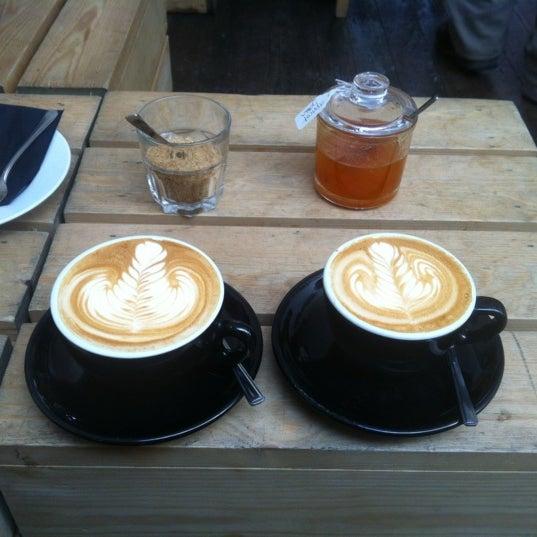 Photo prise au Kaffeine par Samah R. le7/12/2012