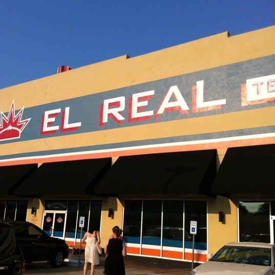 Снимок сделан в El Real Tex-Mex Cafe пользователем Benjamin P. 6/22/2012