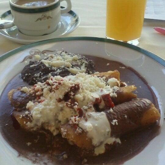 รูปภาพถ่ายที่ Hacienda de Los Morales โดย Mary Carmen R. เมื่อ 9/7/2012