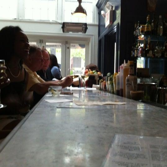 Foto scattata a Hank's Oyster Bar da Tammy G. il 6/11/2012