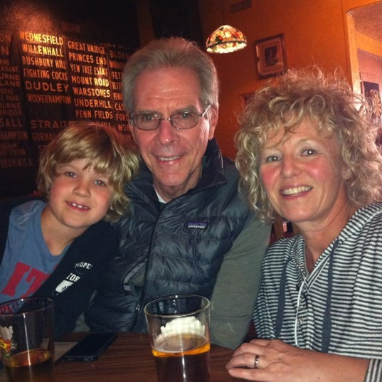 Foto diambil di The Cat & Fiddle oleh Cheryl T. pada 2/27/2012