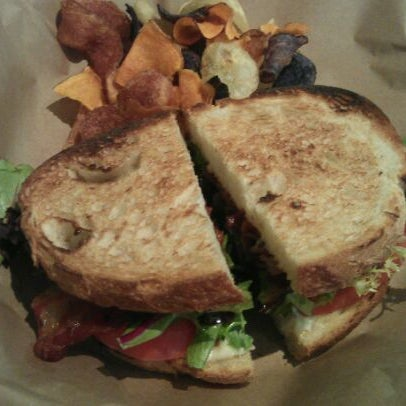 Foto diambil di On the Hill Cafe oleh Alison pada 3/15/2012