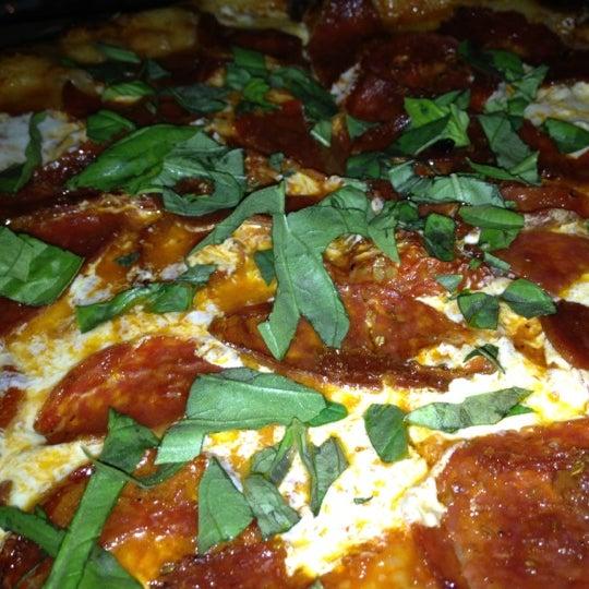 4/14/2012 tarihinde Elric o.ziyaretçi tarafından The Luggage Room Pizzeria'de çekilen fotoğraf
