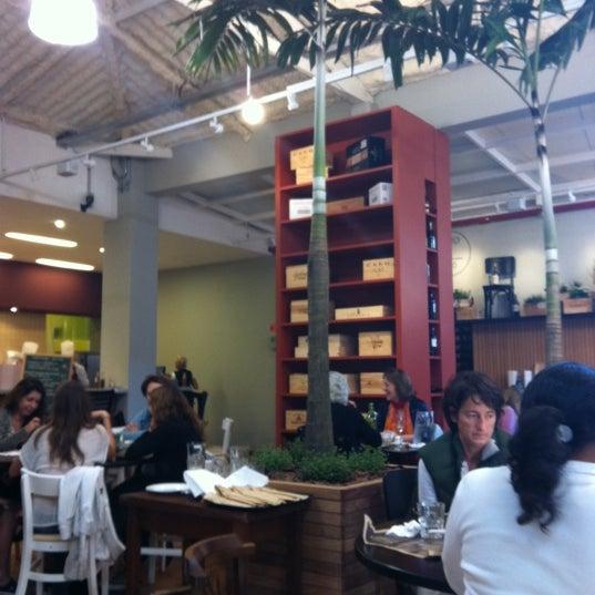 Foto scattata a EAT da Renata C. il 6/24/2012