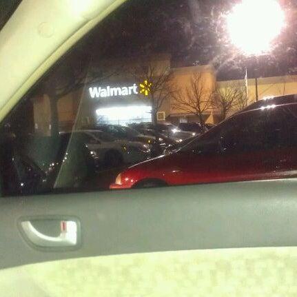 Das Foto wurde bei Walmart von Keneka S. am 3/19/2012 aufgenommen