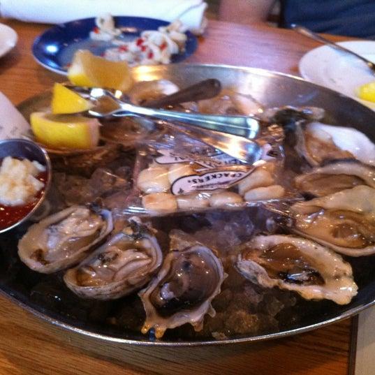 Foto scattata a Hank's Oyster Bar da Will A. il 5/17/2012