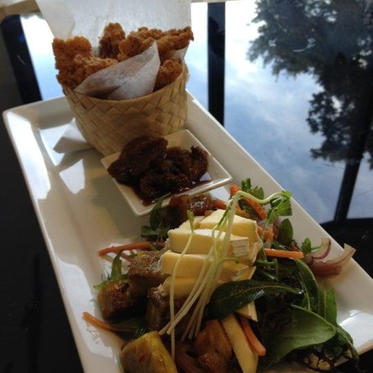 Foto tirada no(a) Tuihana Cafe. Foodstore. por Zoë B. em 6/30/2012
