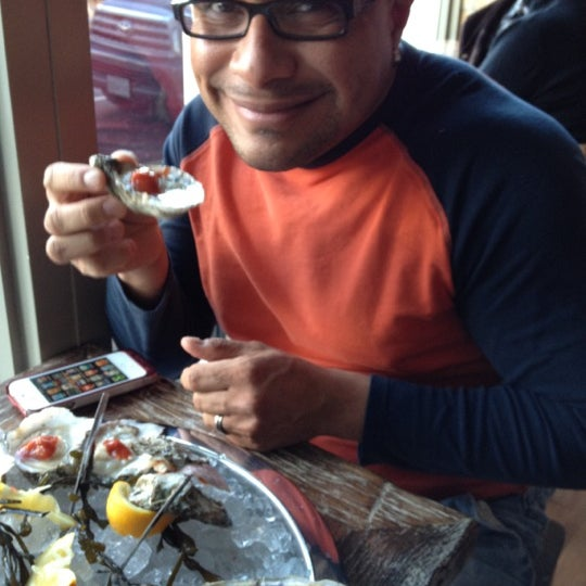 Photo prise au Henlopen City Oyster House par Ed G. le2/12/2012
