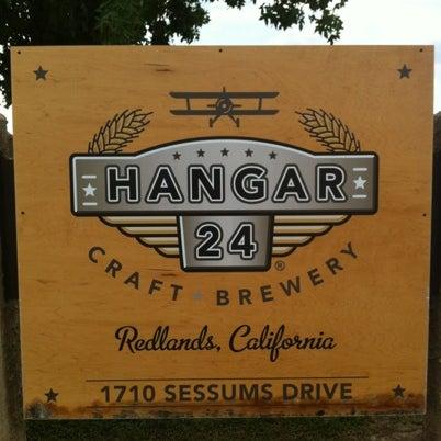 Foto tirada no(a) Hangar 24 Craft Brewery por Jorge R. em 8/17/2012