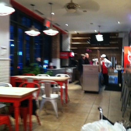 Foto tomada en F. Ottomanelli Burgers and Belgian Fries por Kevin M. el 2/10/2012