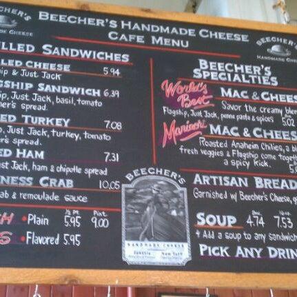 Das Foto wurde bei Beecher's Handmade Cheese von Nick S. am 4/20/2012 aufgenommen