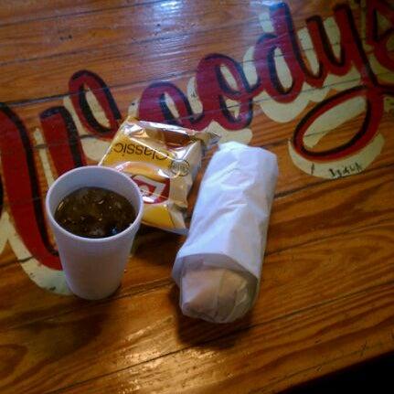 Foto scattata a Woody's Famous CheeseSteaks da bill c. il 4/20/2012