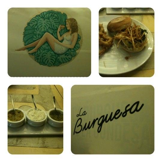 รูปภาพถ่ายที่ La Burguesa โดย Raúl C. เมื่อ 8/22/2012