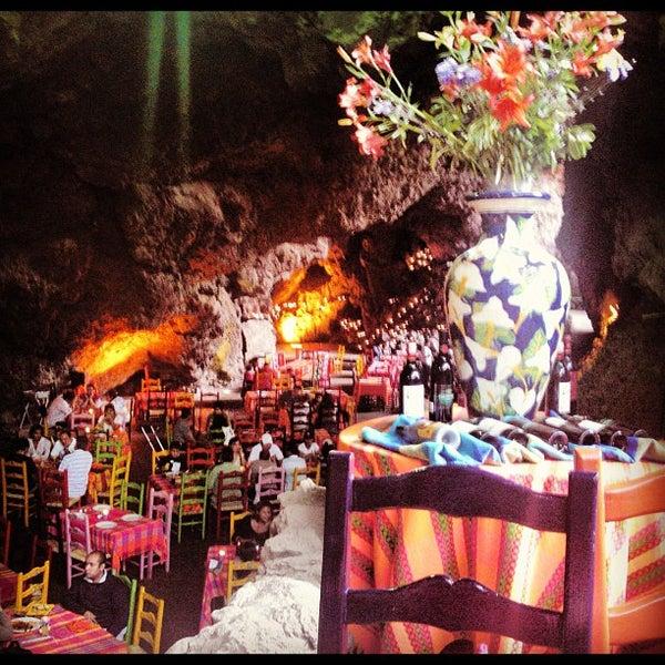 Foto tomada en La Gruta Restaurant por Dj Windam el 9/3/2012